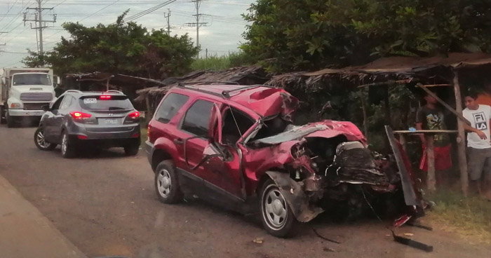 Un fallecido tras grave choque en carretera Litoral, Usulután