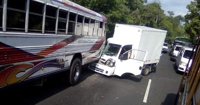 Presunto ladrón choca camión cuando intentaba huir en Cuscatlán