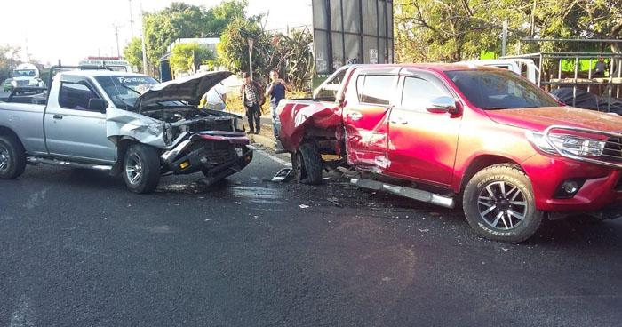 Dos lesionados tras triple choque en Bulevar San Bartolo, Ilopango
