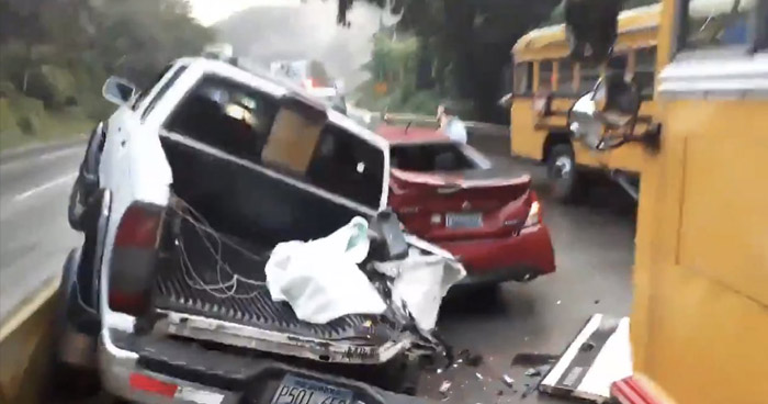 Tres lesionados tras múltiple choque en carretera Los Chorros
