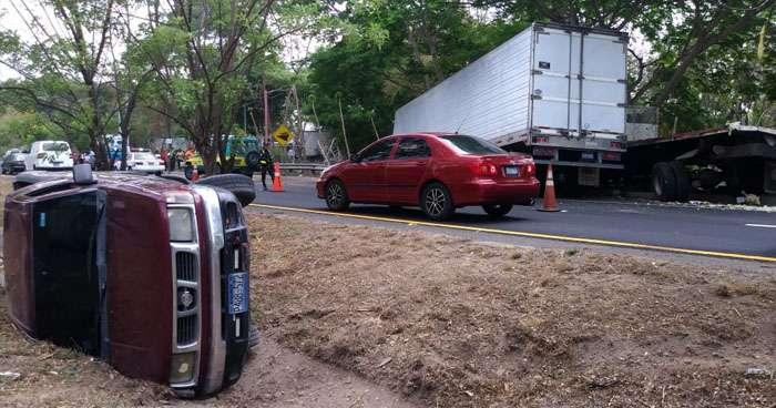 Un fallecido y un agente de tránsito lesionado en carretera de Oro