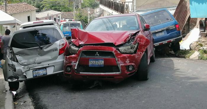 Vehículo sin frenos causa múltiple choque en Panchimalco