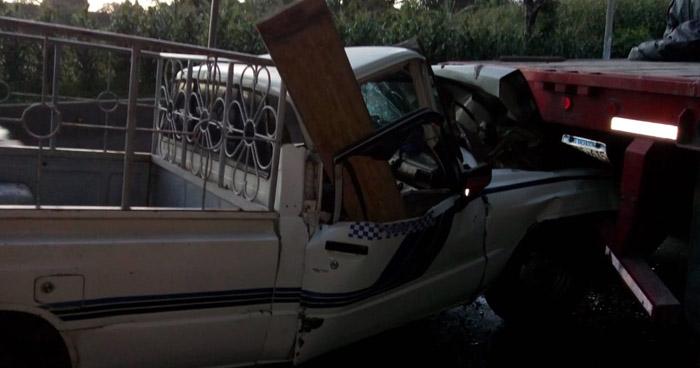 Hombre muere al chocar su vehículo contra una rastra en Santa Ana