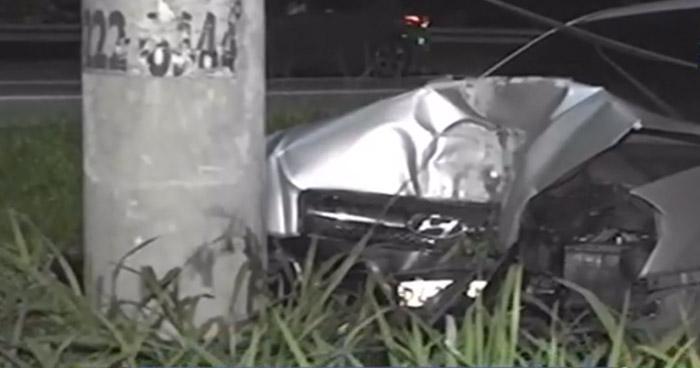 Conductora lesionada tras chocar contra un poste en carretera a Santa Ana
