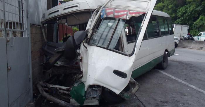 Ruta 109 choca en carretera Troncal del Norte y deja a 7 lesionados