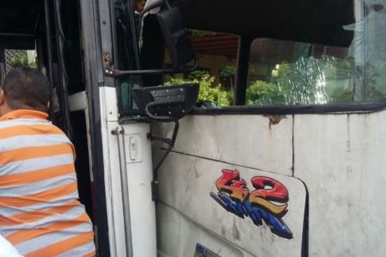 2 lesionados tras choque entre vehículos del transporte público sobre Carretera Panamericana