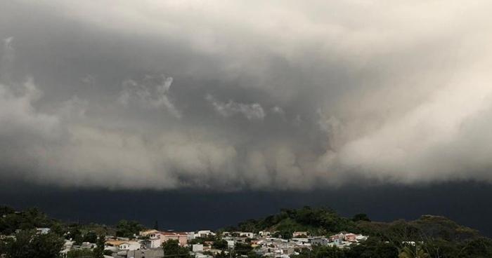 Probabilidad de lluvia influenciada por el ingreso del flujo del Este a nuestro territorio