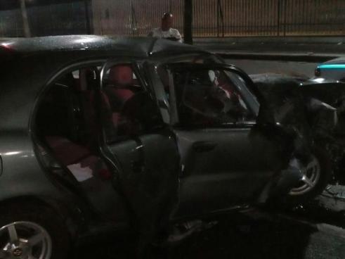 Accidente de tránsito deja atrapado a un ciclista entre dos automóviles