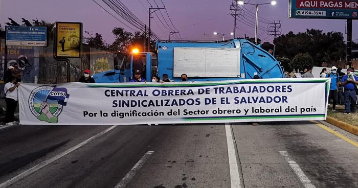 Sindicalistas cierran calles acceso a San Salvador en protesta
