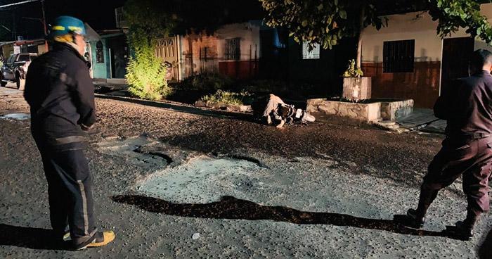 Joven muere calcinado al incendiarse su motocicleta tras chocar en San Miguel