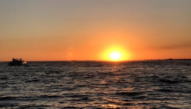 Flujo del Este continuará favoreciendo ambiente muy cálido durante el día y fresco por la madrugada