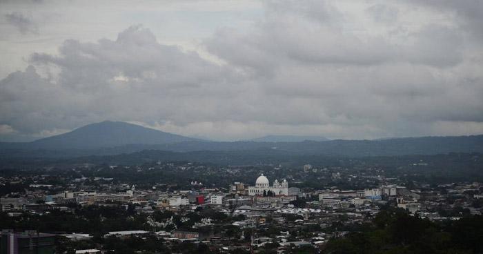 Onda Tropical recorrerá El Salvador entre miércoles y jueves trayendo consigo abundante nubosidad