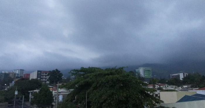 Vaguada influenciará actividad eléctrica y lluvia dispersa sobre diferentes puntos del país