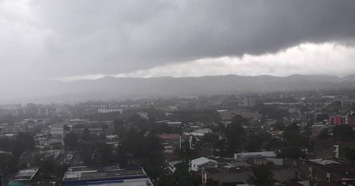 Onda Tropical favorecerá lluvias este viernes con énfasis de la zona occidental, central y paracentral del país