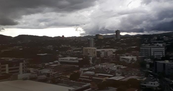 Acercamiento de onda tropical hacia Centroamérica favorecerá tormentas sobre el país