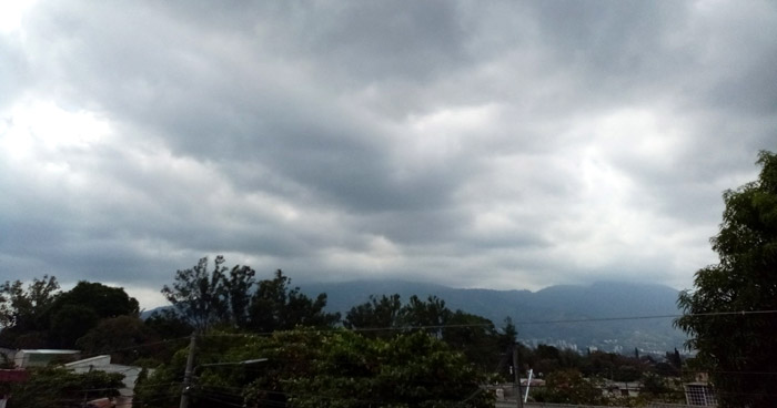 Remanentes de Onda Tropical influenciarán lluvias para este domingo