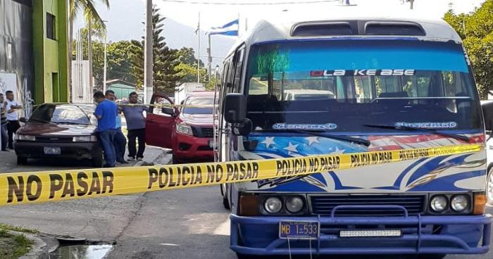 Agente de la PNC de civil frustra asalto y lesiona al delincuente en San Salvador
