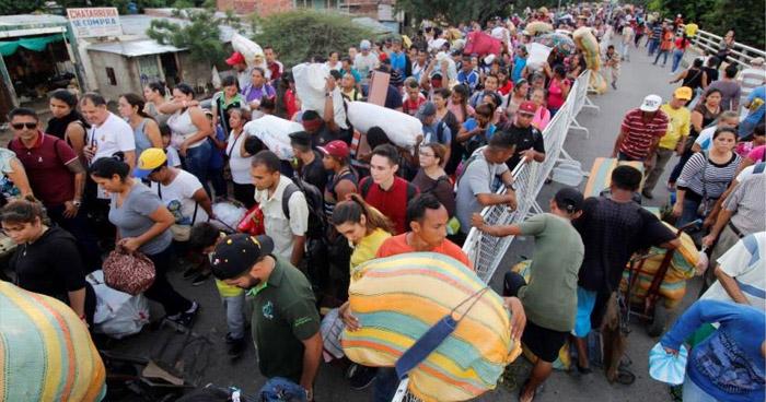 Colombia cierra todos sus pasos fronterizos en protesta contra el Presidente Ivan Duque