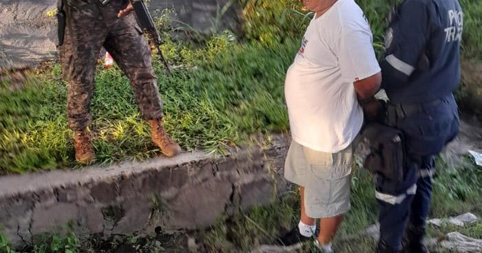 Conductor en aparente estado de ebriedad causa choque y deja un soldado lesionado