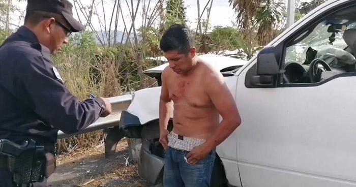 Ebrio capturado tras ocasionar choque y dejar 5 lesionados en Cuscatlán