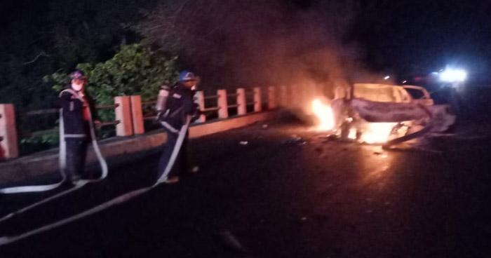 Conductor lesionado tras chocar e incendiarse su vehículo en Sonsonate