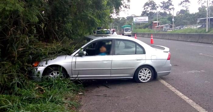 Conductor muere tras sufrir un infarto en carretera de Santa Ana a San Salvador