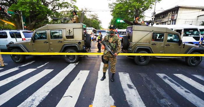 Instalan cordón sanitario en el Centro de San Salvador