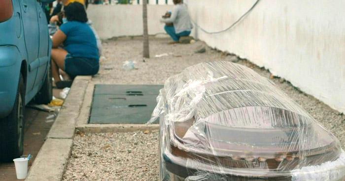Gobierno de Ecuador retira 150 cuerpos de viviendas de Guayaquil