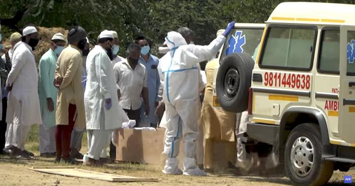 India registra nuevo récord de contagios y muertes por COVID-19 en 24 horas