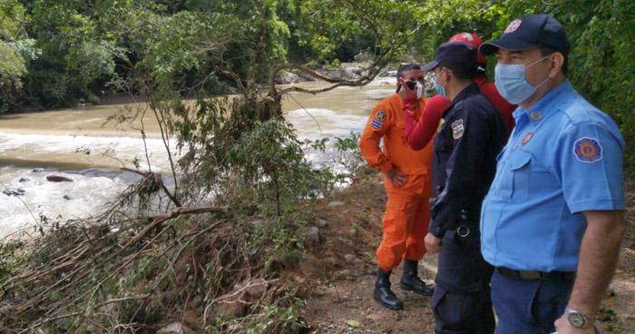 Localizan cuerpo del conductor del vehículo que fue arrastrado por río en Chalatenango