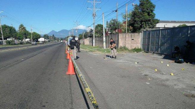 Encuentran el cuerpo de un joven asesinado en carretera a Sonsonate