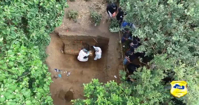 Practican autopsias a los 5 cuerpos encontrados en Nahuizalco para determinar la causa de muerte