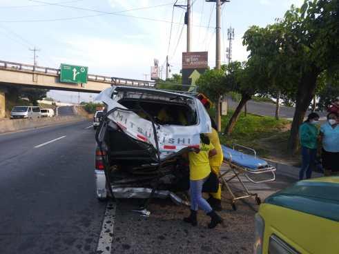 Tres lesionados tras fuerte accidente en carretera a Quezaltepeque