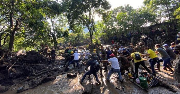 Sube a 9 el número de fallecidos tras deslave en Nejapa