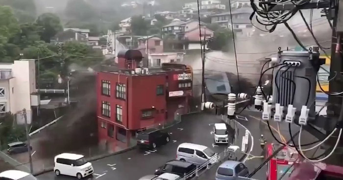 Dos muertos y 20 desaparecidos tras impactante deslizamiento de tierra en Japón