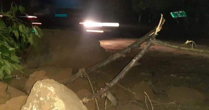 "Derrumbe en sector de ""La ex Báscula"" sobre carretera Los Chorros"