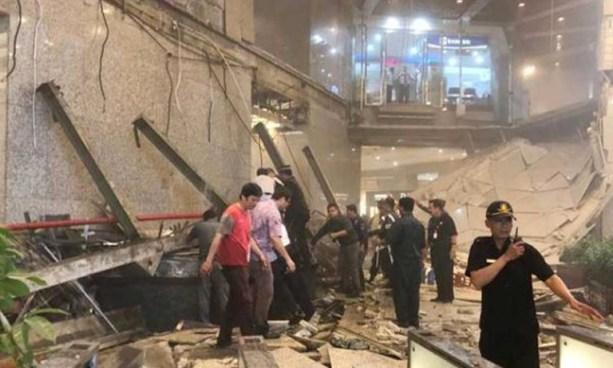VIDEO | Al menos 75 personas resultaron heridas tras derrumbe de un piso en edificio de Yakarta