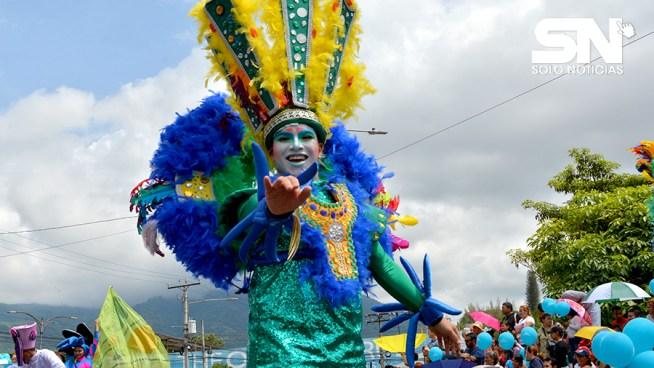 Así se iniciaron las fiestas agostinas con el tradicional desfile del correo [Fotos y Video]