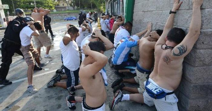 Juez libera a 25 aficionados del Alianza capturados por generar desorden público