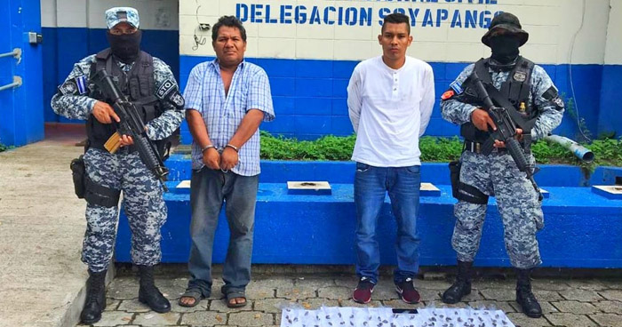 Dos detenidos con más de 300 porciones de droga en Soyapango