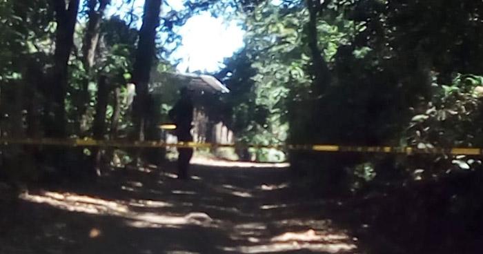 Dos hermanos y una mujer fueron asesinados este domingo
