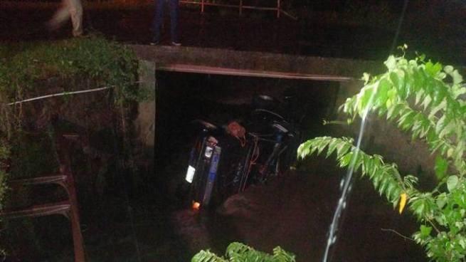 Dos personas mueren ahogadas dentro del pick up que cayó en un río de Ciudad Arce