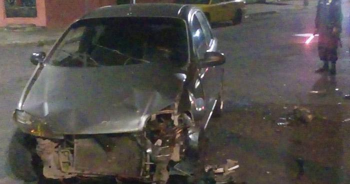 Guatemalteco en estado de ebriedad chocó contra un taxi en San Salvador
