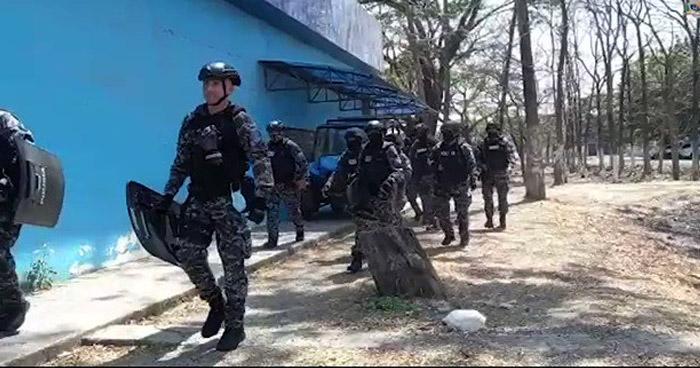 Al menos 24 muertos y 49 heridos tras motín en una cárcel de Ecuador