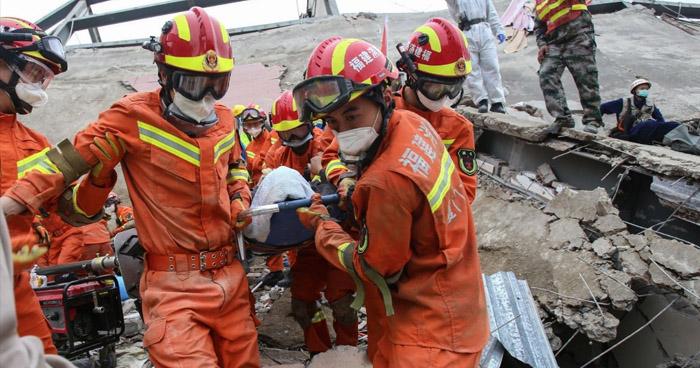 Al menos 17 personas fallecieron tras colapsar un edificio al norte de China