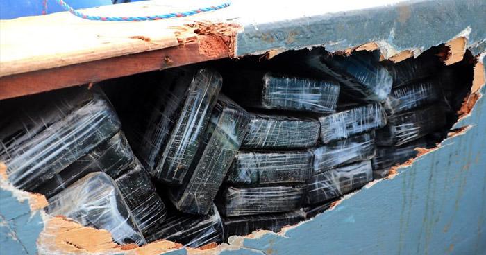 Interceptan embarcación que transportaba droga en compartimientos ocultos