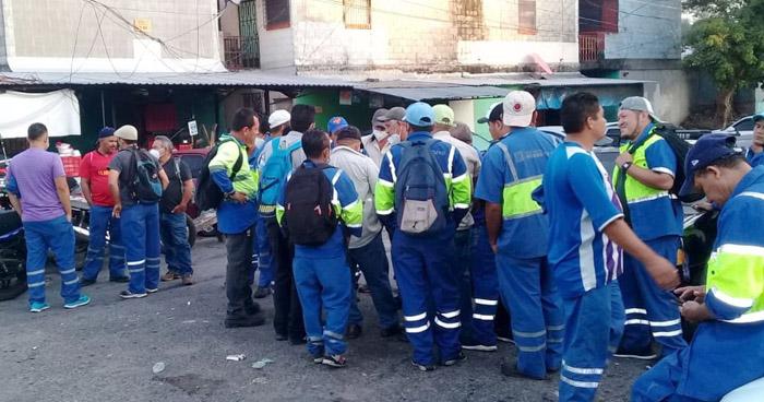 """Empleados de Desechos Sólidos denuncian """"secuestro"""" de 60 camiones recolectores"""
