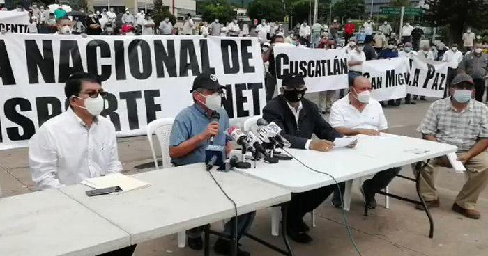 Transportistas amenazan con no operar el 24 de agosto si no reciben apoyo económico del Gobierno