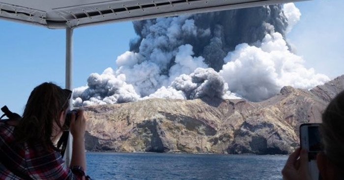 Cinco fallecidos y varios desaparecidos tras erupción de volcán en Nueva Zelanda