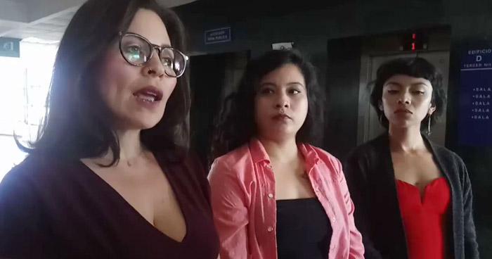 Estudiante de la UES condenada a pagar más de $2,000 por acusar a profesor de abusador, acosador y violador